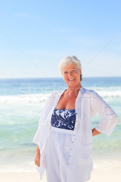 Feliz aposentados mulher praia oceano azul Foto stock © wavebreak_media