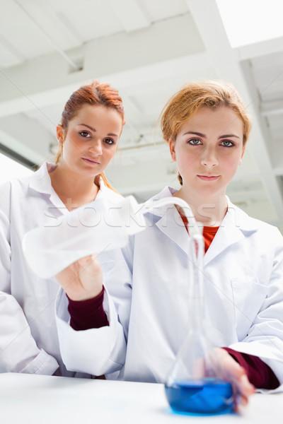 Portre sevimli bilim Öğrenciler deney bakıyor Stok fotoğraf © wavebreak_media
