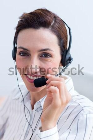呼叫中心 代理人 耳機 白 微笑 快樂 商業照片 © wavebreak_media