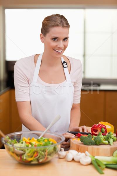 Stock fotó: Portré · aranyos · nő · szeletel · zöldségek · konyha