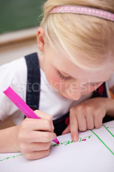Portret koncentruje dziewczyna rysunek klasie szkoły Zdjęcia stock © wavebreak_media