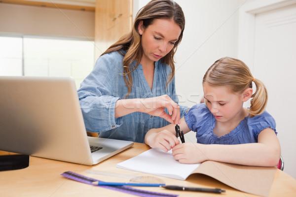 Frau helfen Tochter Hausaufgaben Küche Computer Stock foto © wavebreak_media