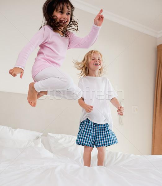 Portré játékos testvérek ugrik ágy mosoly Stock fotó © wavebreak_media