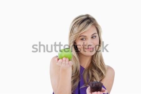 Békés fiatal szőke nő tart alma muffin Stock fotó © wavebreak_media