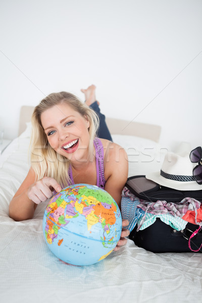 Stock fotó: Diák · bőrönd · mutat · Föld · földgömb · ágy