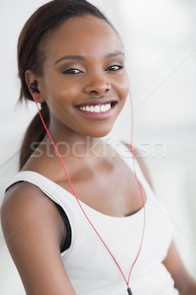 Femme noire écouter musique salon sport Photo stock © wavebreak_media