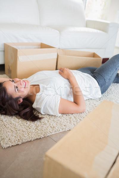 женщину ковер гостиной счастливым домой Сток-фото © wavebreak_media