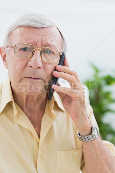 Сток-фото: несчастный · пожилого · человека · мобильного · телефона · гостиной · дома