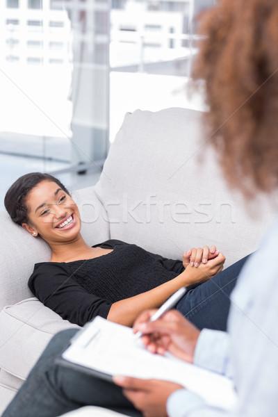 Mulher risonho sofá terapia terapeuta Foto stock © wavebreak_media