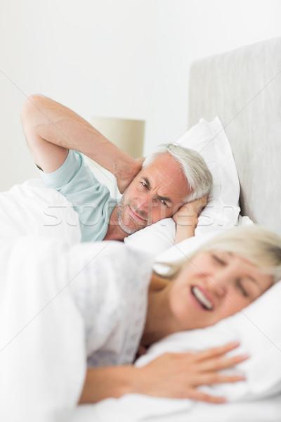 Homem orelhas mulher cama Foto stock © wavebreak_media