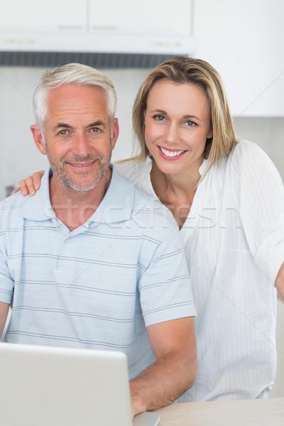 Mosolyog pár laptopot használ együtt pult otthon Stock fotó © wavebreak_media