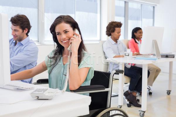 üzletasszony tolószék telefon iroda nő boldog Stock fotó © wavebreak_media