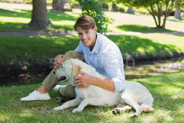 Knap glimlachend man labrador park Stockfoto © wavebreak_media
