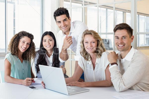 カジュアル ビジネスチーム 会議 ラップトップを使用して オフィス コンピュータ ストックフォト © wavebreak_media
