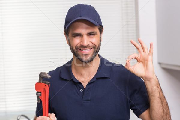 Toevallig loodgieter glimlachend camera keuken man Stockfoto © wavebreak_media