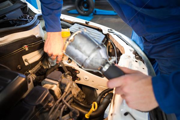 Mécanicien voiture lampe de poche réparation garage Photo stock © wavebreak_media