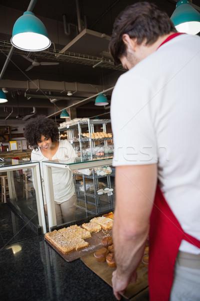 Gülen müşteri ayakta gıda fırın Stok fotoğraf © wavebreak_media