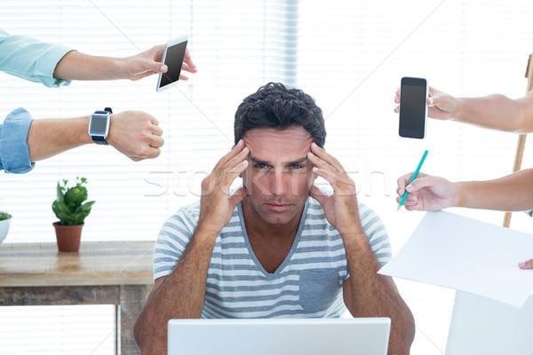 Koncentrált üzletember iroda nő telefon férfi Stock fotó © wavebreak_media