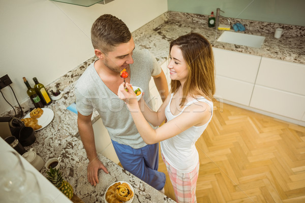 Casal alimentação salada de frutas café da manhã casa cozinha Foto stock © wavebreak_media