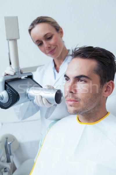 Ernstig jonge man tandheelkundige tandartsen stoel vrouw Stockfoto © wavebreak_media