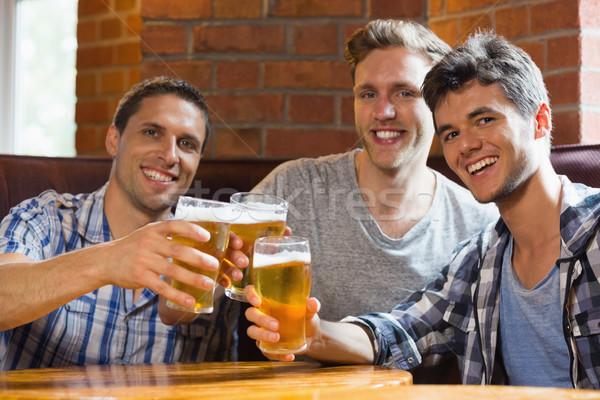 счастливым друзей пива Бар алкоголя Сток-фото © wavebreak_media