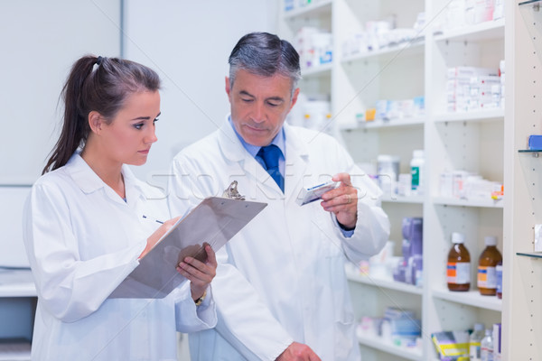 Jovem estagiário escrita prescrição médico estudante Foto stock © wavebreak_media