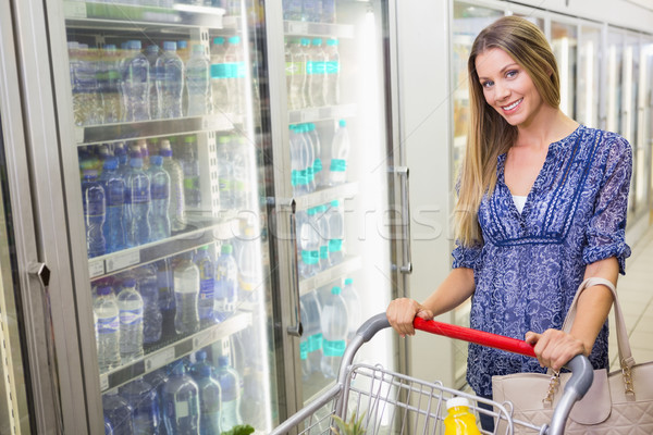 Güzel gülen sarışın kadın satın alma dondurulmuş ürünleri Stok fotoğraf © wavebreak_media