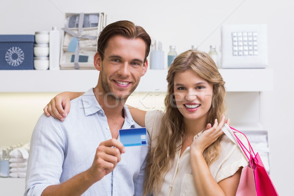 Portré boldog pár mutat új hitelkártya Stock fotó © wavebreak_media