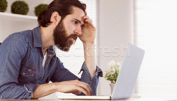 Empresario mirando portátil oficina ordenador Foto stock © wavebreak_media