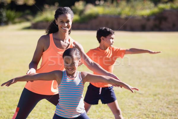 Retrato entrenador nina plantean feliz Foto stock © wavebreak_media