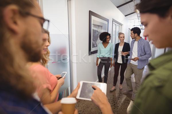 üzletemberek beszél sétál folyosó kreatív iroda Stock fotó © wavebreak_media
