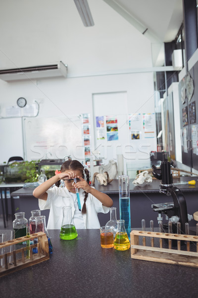 Alapfokú diák kísérlet kék vegyi laboratórium Stock fotó © wavebreak_media
