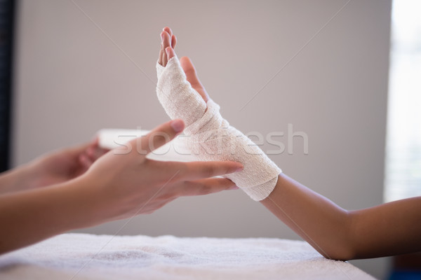 женщины терапевт упаковка повязка стороны Сток-фото © wavebreak_media