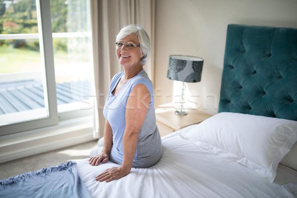 улыбаясь старший женщину сидят кровать спальня Сток-фото © wavebreak_media