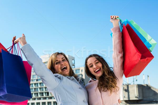 Mutter Tochter aufgeregt lächelnd Frau Lächeln Stock foto © wavebreak_media
