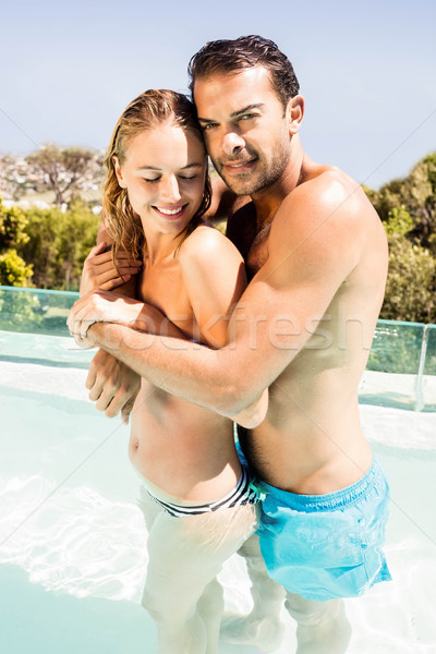 Heureux couple piscine regarder caméra Photo stock © wavebreak_media
