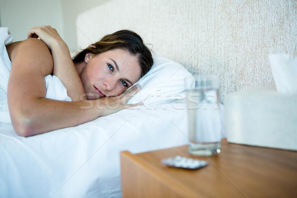 больным женщину кровать воды таблетки здоровья Сток-фото © wavebreak_media