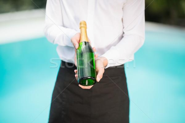 Cameriere champagne bottiglia verde bere Foto d'archivio © wavebreak_media
