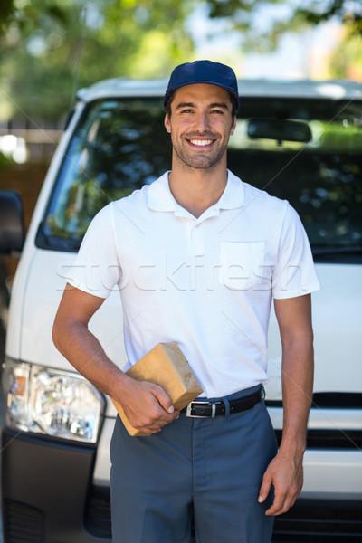 Heureux livraison personne portrait Photo stock © wavebreak_media