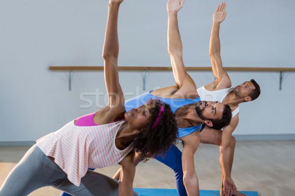 Csoportkép előad nyújtás testmozgás tornaterem fitnessz Stock fotó © wavebreak_media