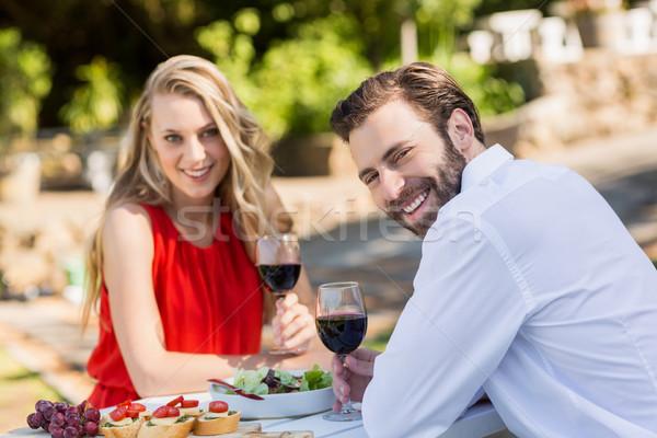 Feliz casal copos de vinho restaurante retrato Foto stock © wavebreak_media