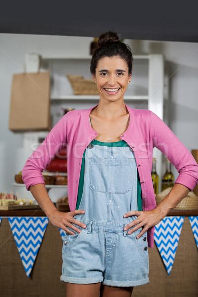 портрет улыбаясь женщины сотрудников Постоянный рук Сток-фото © wavebreak_media