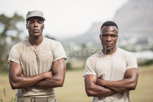 Katonaság katonák áll keresztbe tett kar akadályfutás fitnessz Stock fotó © wavebreak_media