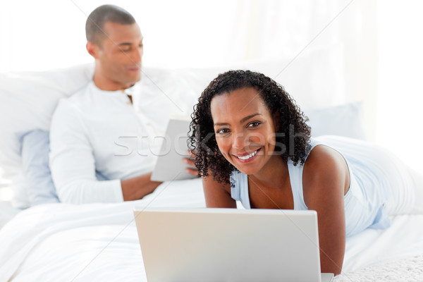 привязчивый пару расслабляющая кровать домой женщину Сток-фото © wavebreak_media