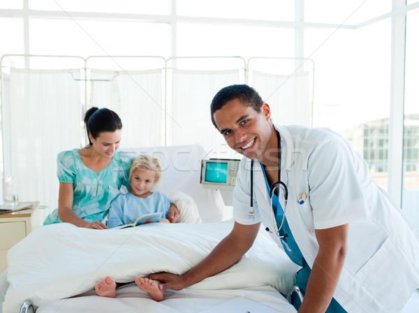 Dziewczynka szpitala pacjenta lekarza matka biuro Zdjęcia stock © wavebreak_media