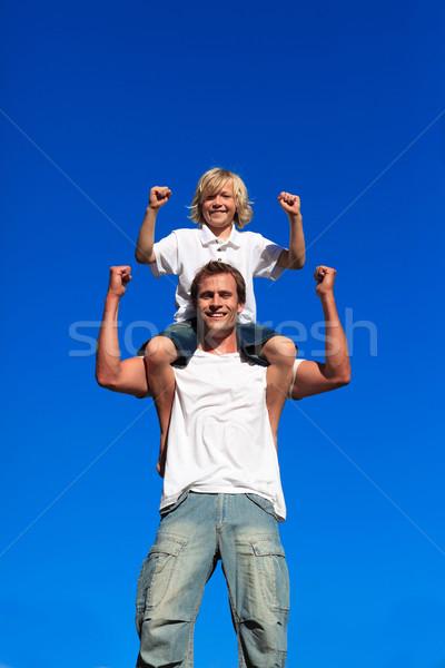 Erős fiú ül vállak kék ég család Stock fotó © wavebreak_media