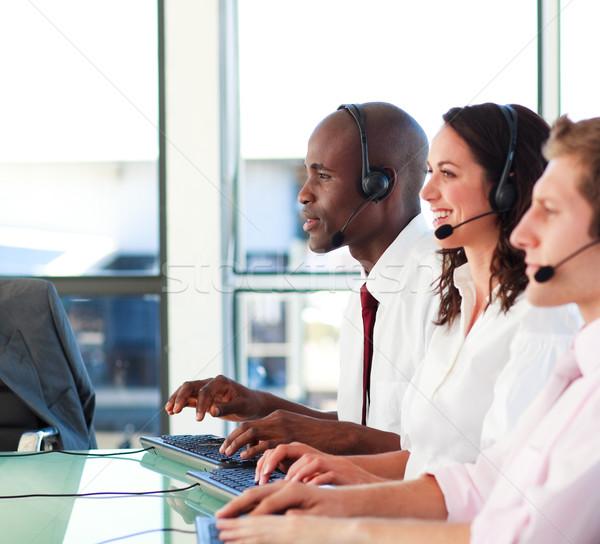 Szczęśliwych ludzi zestawu pracy call center kobieta telefonu Zdjęcia stock © wavebreak_media
