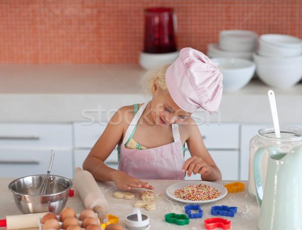Concentrato ragazza cottura cucina famiglia casa Foto d'archivio © wavebreak_media