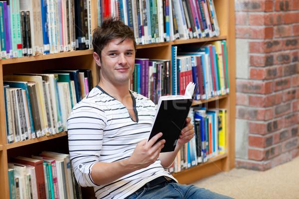 ハンサム 男性 学生 読む 図書 座って ストックフォト © wavebreak_media