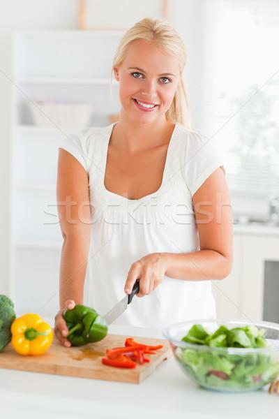 Magnifico donna pepe cucina felice Foto d'archivio © wavebreak_media